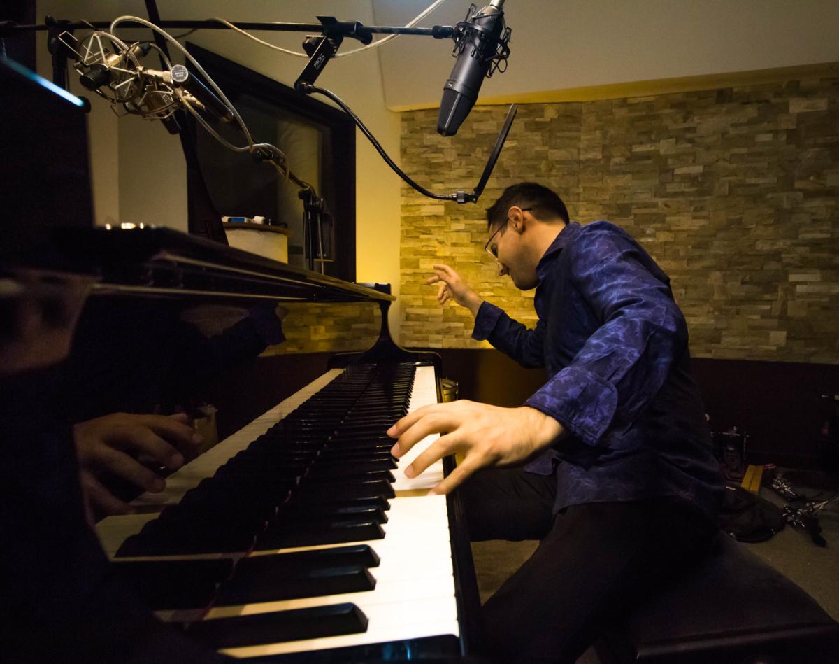 Mariano Speranza, piano, singer